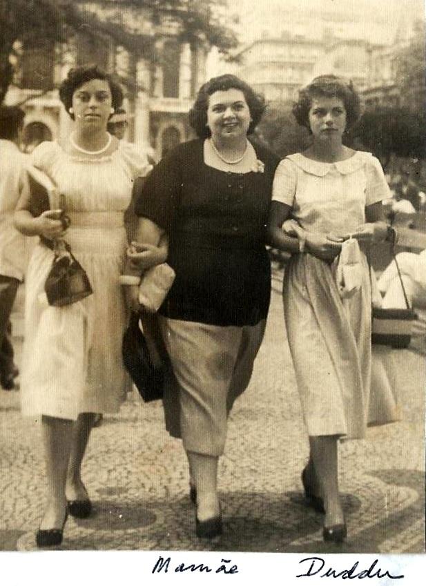 Duddu aos treze anos, com Maria Barreto e Leite e uma amiga
